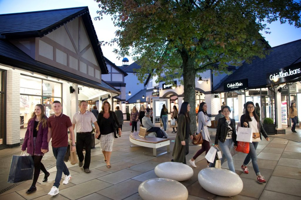 how to get to cheshire oaks from manchester